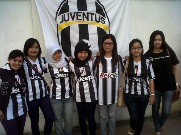 "Me;: ""Juventini. Writer. Learner. Traveller."""