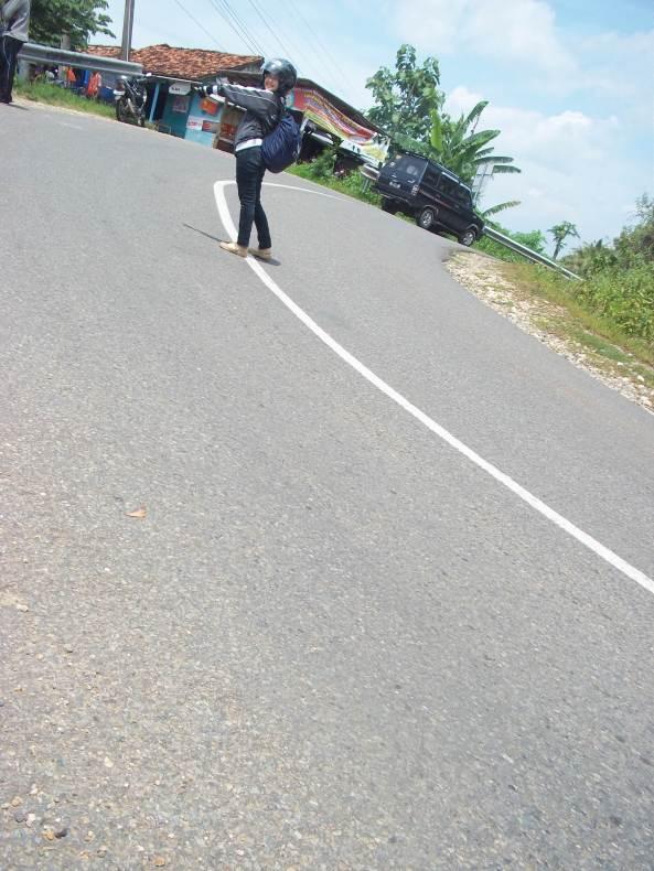 Salah Satu Jalanan Menikung Menuju Kawasan Pantai Selatan Pacitan