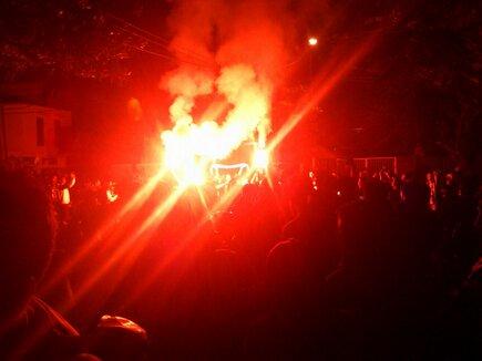 Suasana NonBar Juventus Vs Inter @Matchbox Too. Asap Kembang Apinya menyerupai Salam CInta Vidal Saat Merayakan Golnya! Grandissima Vittroria!! (sebuah foto dari @ggaciko , grazie :) ).