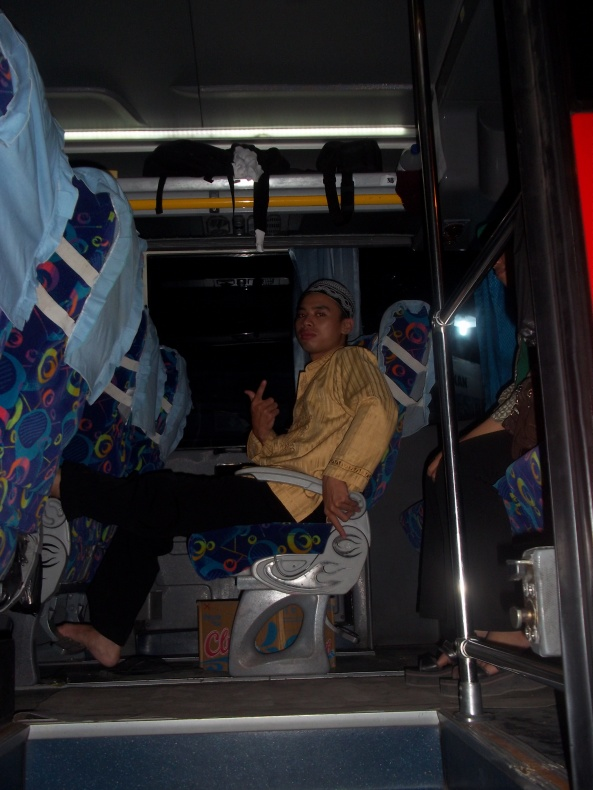 Teman Sebangku Di Bus :)