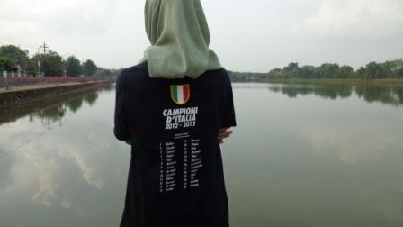 T Shirt Campione 2012-2013. Bukankah saya pernah bilang bahwa jalan-jalan itu harus pake 'KTP' Kostum Tanda PendudukJuventini