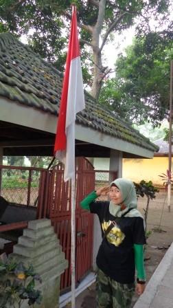 Di depan makam Paku Alam, lokasinya di belakang Pendopo Agung