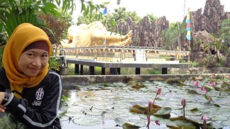 Di Tepi Kolam Teratai :)
