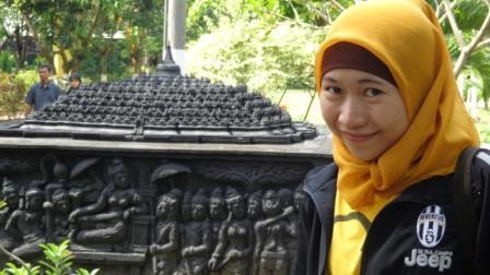 Dengan latar belakang Background Candi Borobudur. Semoga bisa mengunjungi aslinya kembali dengan segera