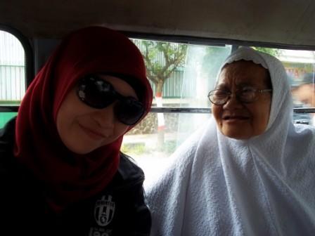 Sama Mbah Putri yang Murah Senyum :)