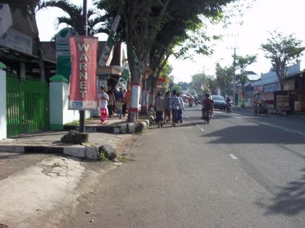 Jalanan Menuju Makam Dari Arah Hotel