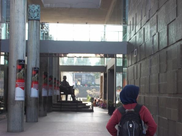 Pelataran Museum di Lokasi Makam