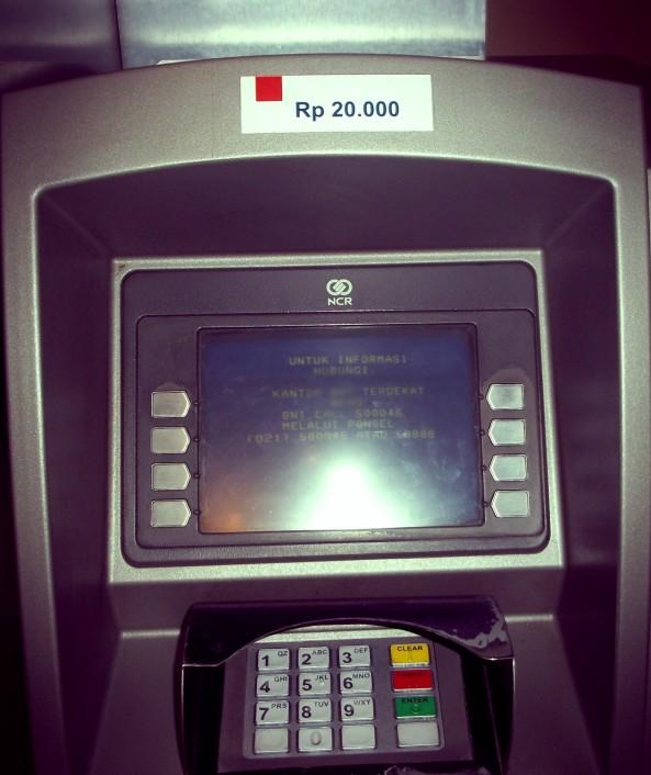 Ini loh mesin ATM yang bisa mengeluarkan rupiah 20 ribuan
